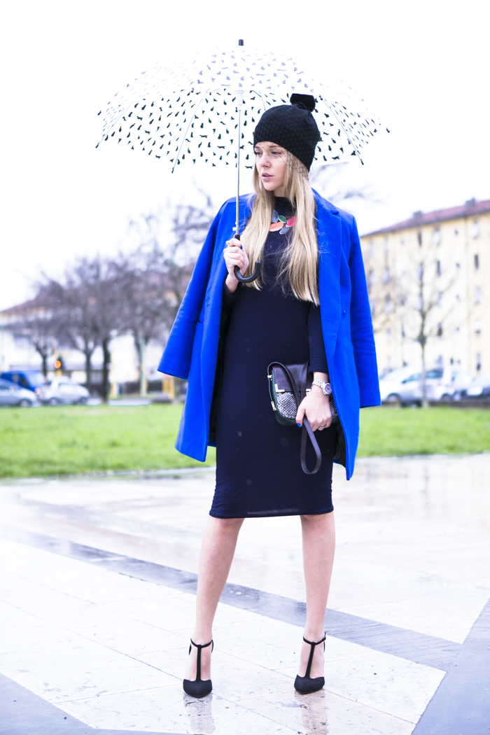 cablook fashion blog darya kamalova street fashion heels wedges black asos coat rebecca minkoff bag petite sophie hat romwe stone statement necklace-2