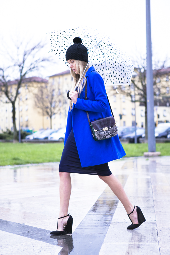 cablook fashion blog darya kamalova street fashion heels wedges black asos coat rebecca minkoff bag petite sophie hat romwe stone statement necklace-6