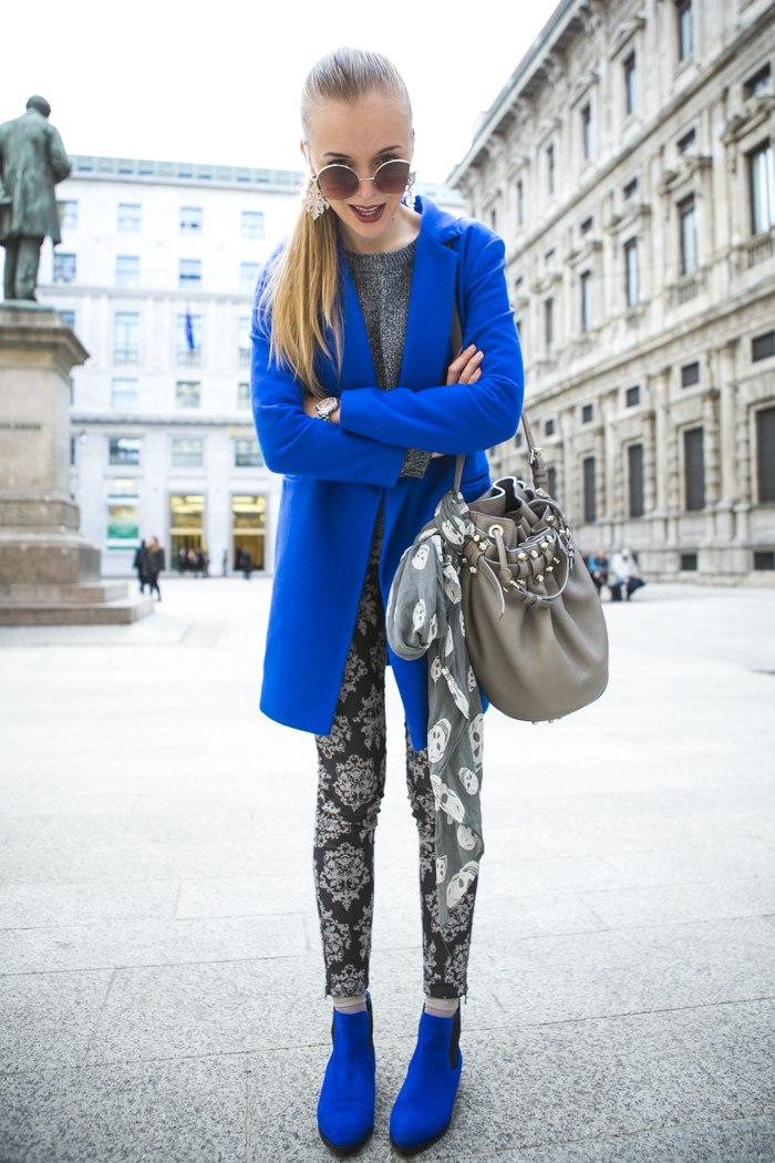 thecablook fashion blog darya kamalova street style alexander wang diego bucket grey bag asos cobalt coat sheinside barocco pants zara silver sweater cooee earings scull scarf choies booties giant vintage sunies-10