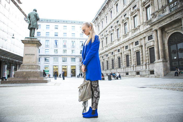 thecablook fashion blog darya kamalova street style alexander wang diego bucket grey bag asos cobalt coat sheinside barocco pants zara silver sweater cooee earings scull scarf choies booties giant vintage sunies-18