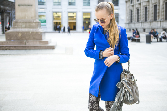 thecablook fashion blog darya kamalova street style alexander wang diego bucket grey bag asos cobalt coat sheinside barocco pants zara silver sweater cooee earings scull scarf choies booties giant vintage sunies-29