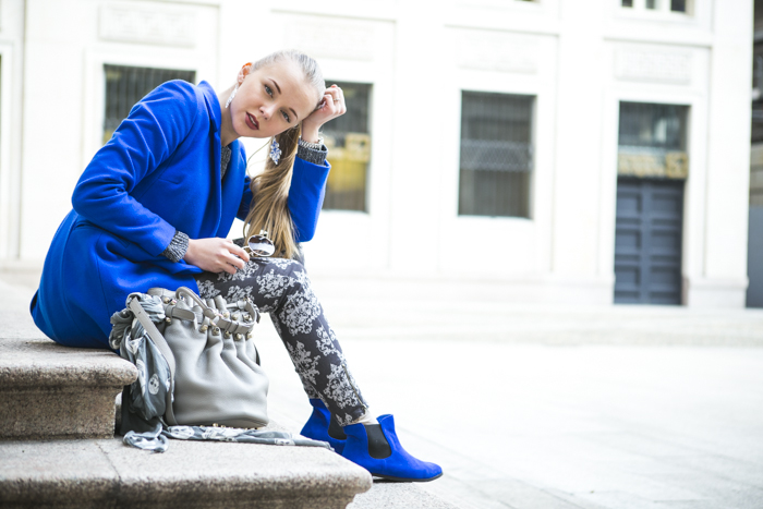 thecablook fashion blog darya kamalova street style alexander wang diego bucket grey bag asos cobalt coat sheinside barocco pants zara silver sweater cooee earings scull scarf choies booties giant vintage sunies-39
