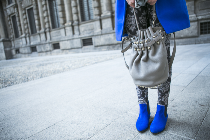 thecablook fashion blog darya kamalova street style alexander wang diego bucket grey bag asos cobalt coat sheinside barocco pants zara silver sweater cooee earings scull scarf choies booties giant vintage sunies-64