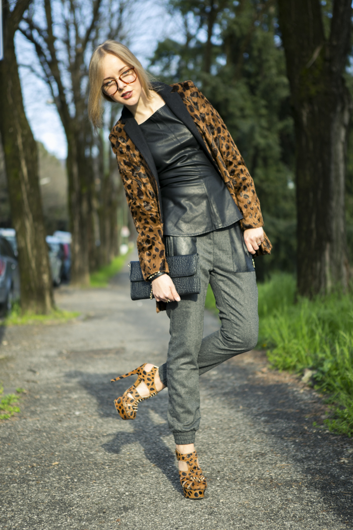 thecablook fashion blog darya kamalova street style vj style leather peplum top peg trousers kandee shoes leopard heels lulus black clutch forever 21 ring spikes giant vintage glasses-4