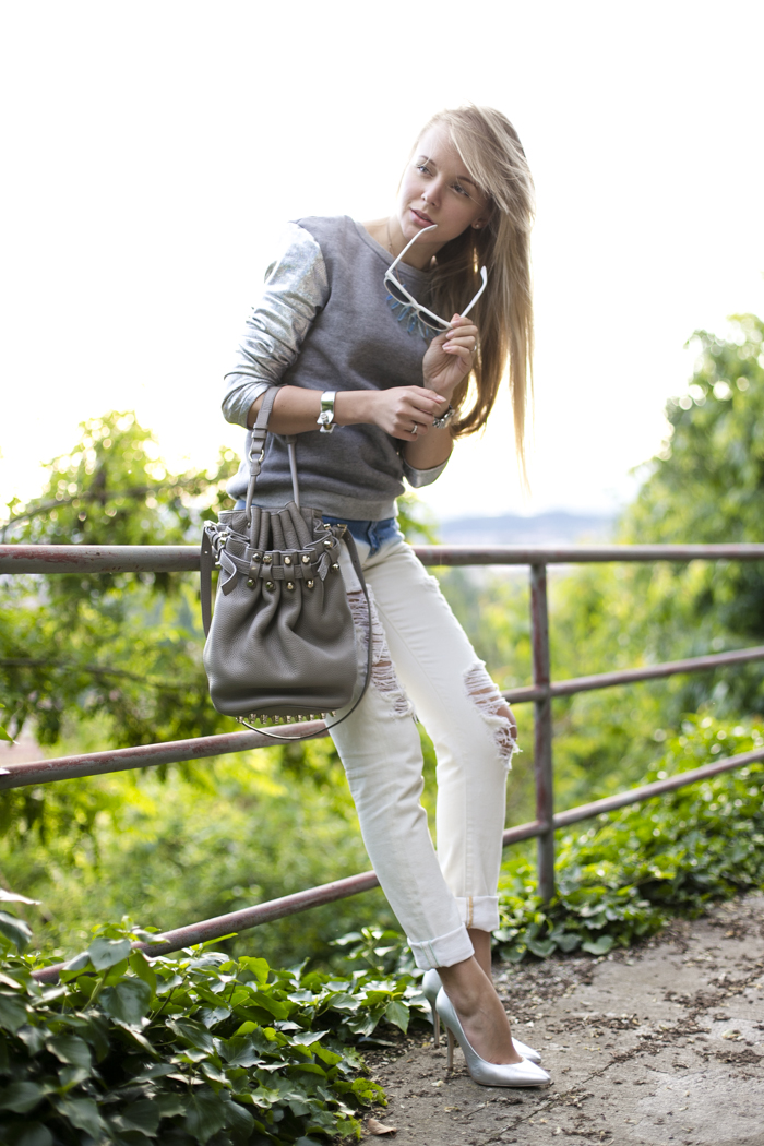 thecablook darya kamalova fashion blog street slyle outfit blogger russian italy ripped jeans zara fradient lavish alice sweatshirt topshop silver heels alexander wang diego bucket bag cooee necklace bracelet giant vintage sunglasses-3