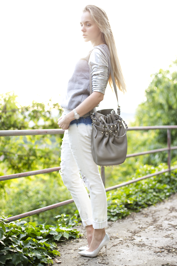 thecablook darya kamalova fashion blog street slyle outfit blogger russian italy ripped jeans zara fradient lavish alice sweatshirt topshop silver heels alexander wang diego bucket bag cooee necklace bracelet giant vintage sunglasses-9
