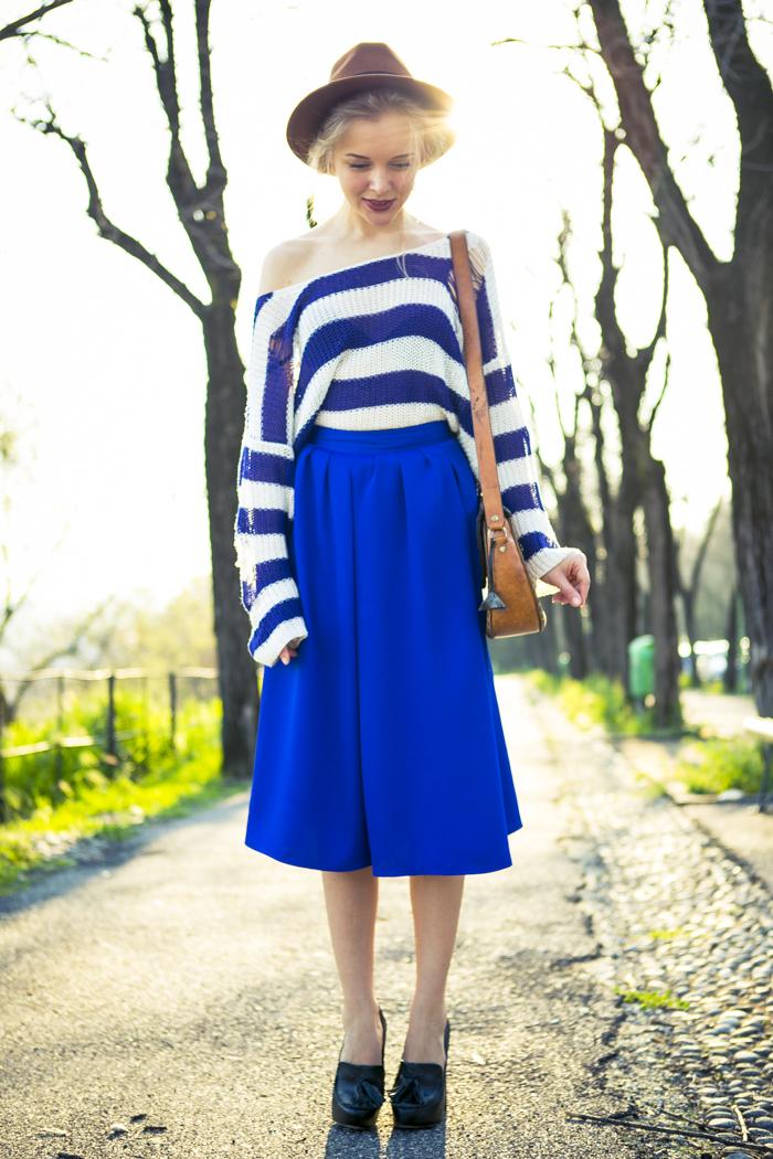 thecablook fashion blog darya kamalova street fashion asos cobalt blue electric culottes sheinside sweater hm camel hat ziba earings topshop black heels vintage leather bag vj style ring-20