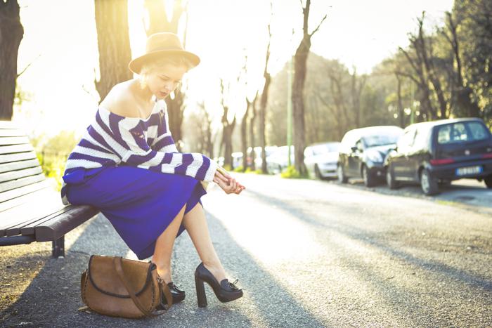 thecablook fashion blog darya kamalova street fashion asos cobalt blue electric culottes sheinside sweater hm camel hat ziba earings topshop black heels vintage leather bag vj style ring-7