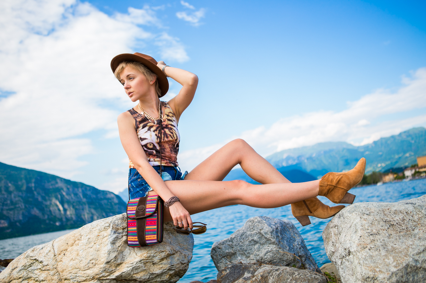 thecablook darya kamalova fashion blog street style denim shorts ash booties hm hat iseo lake piramidi di zona brescia-103