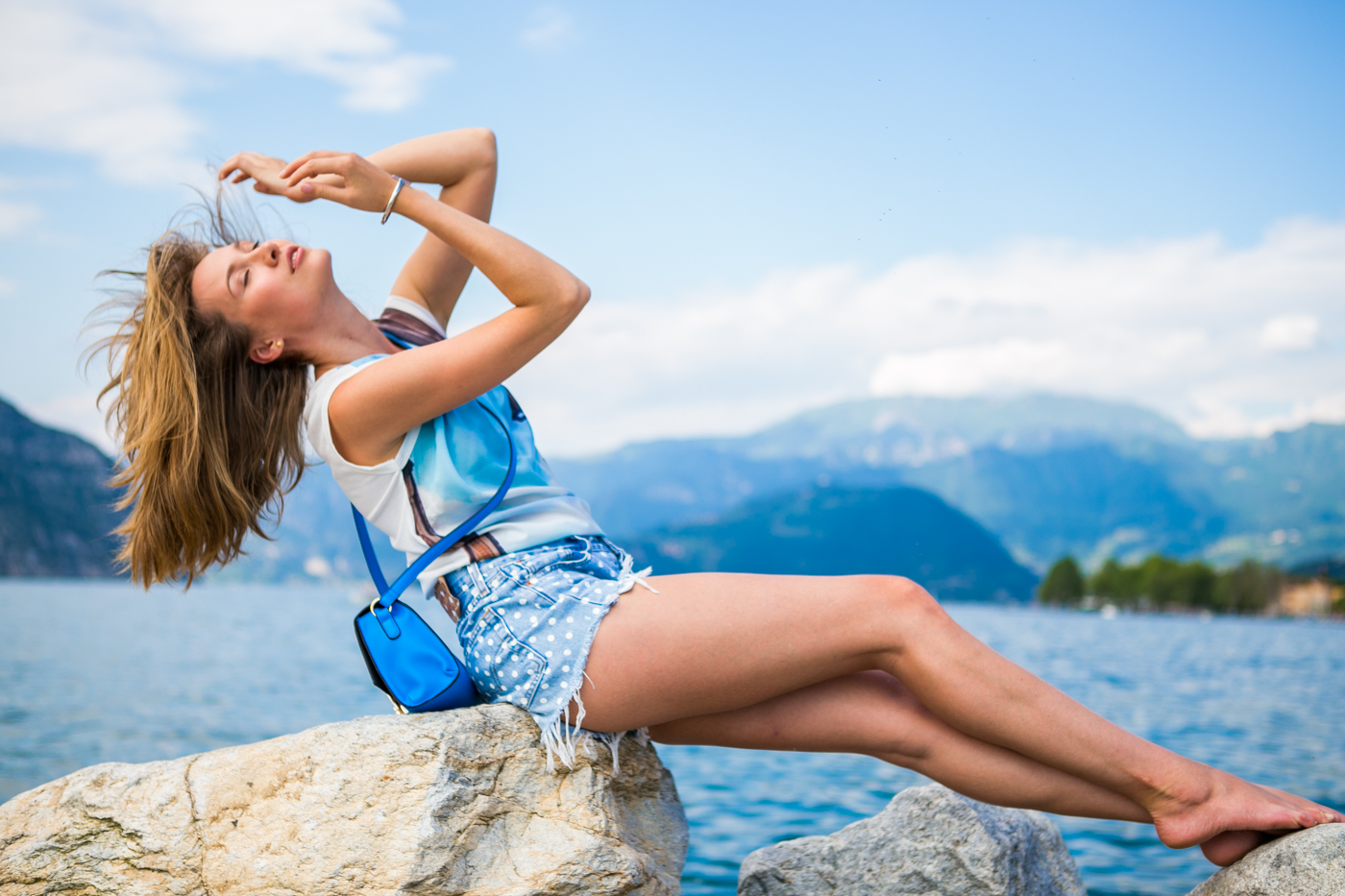 thecablook darya kamalova fashion blog street style denim shorts ash booties hm hat iseo lake piramidi di zona brescia-110