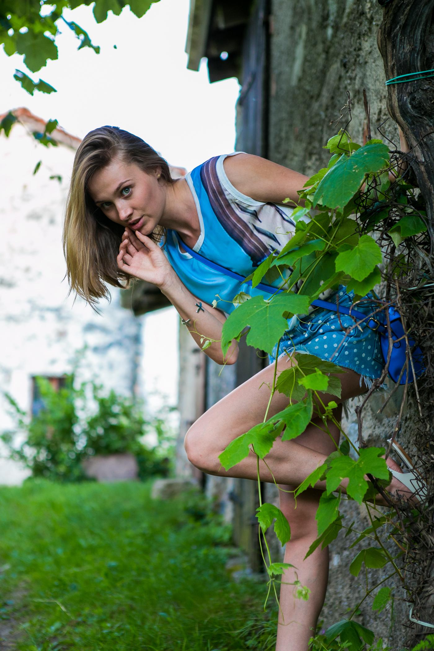thecablook darya kamalova fashion blog street style denim shorts ash booties hm hat iseo lake piramidi di zona brescia-167