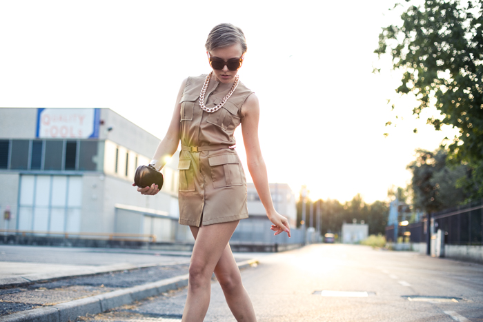thecablook darya kamalova fashion blog street style lavish alice dress camel mmm maison martin margiela for hm transparent wedges dvf diane von furstenberg clutch backstage chain necklace sunset pixie haircut short hair blonde-15