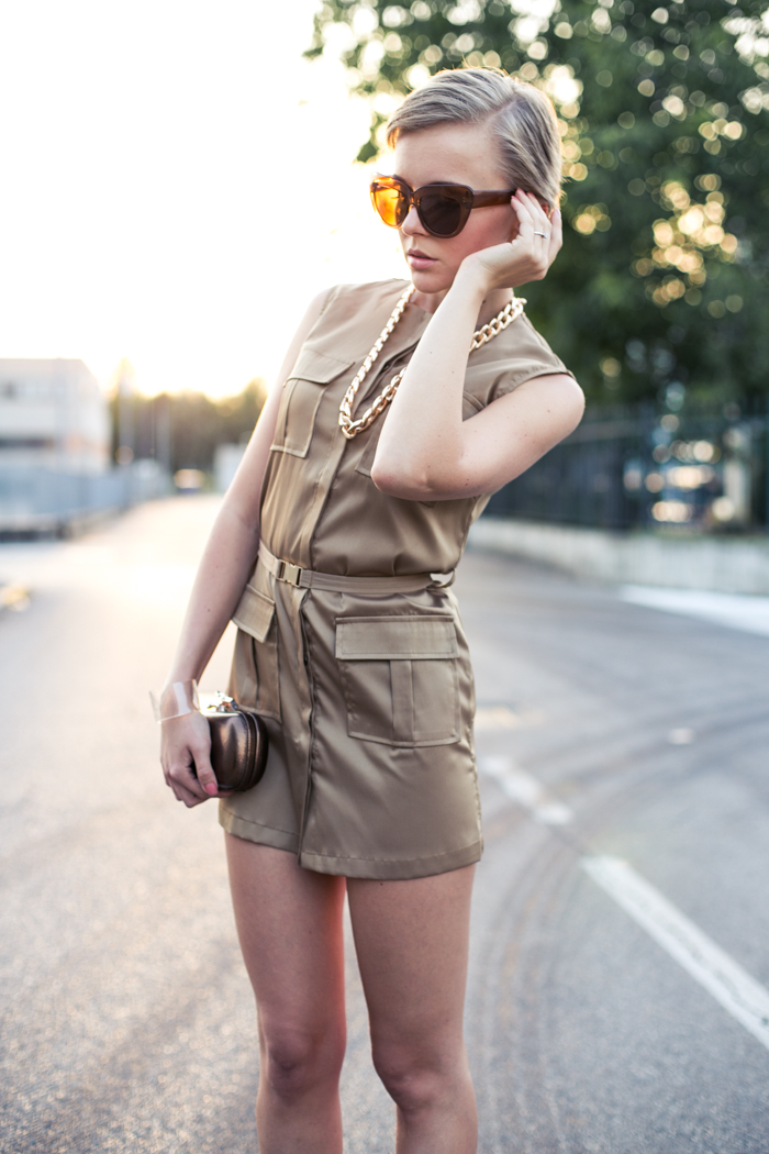 thecablook darya kamalova fashion blog street style lavish alice dress camel mmm maison martin margiela for hm transparent wedges dvf diane von furstenberg clutch backstage chain necklace sunset pixie haircut short hair blonde-22