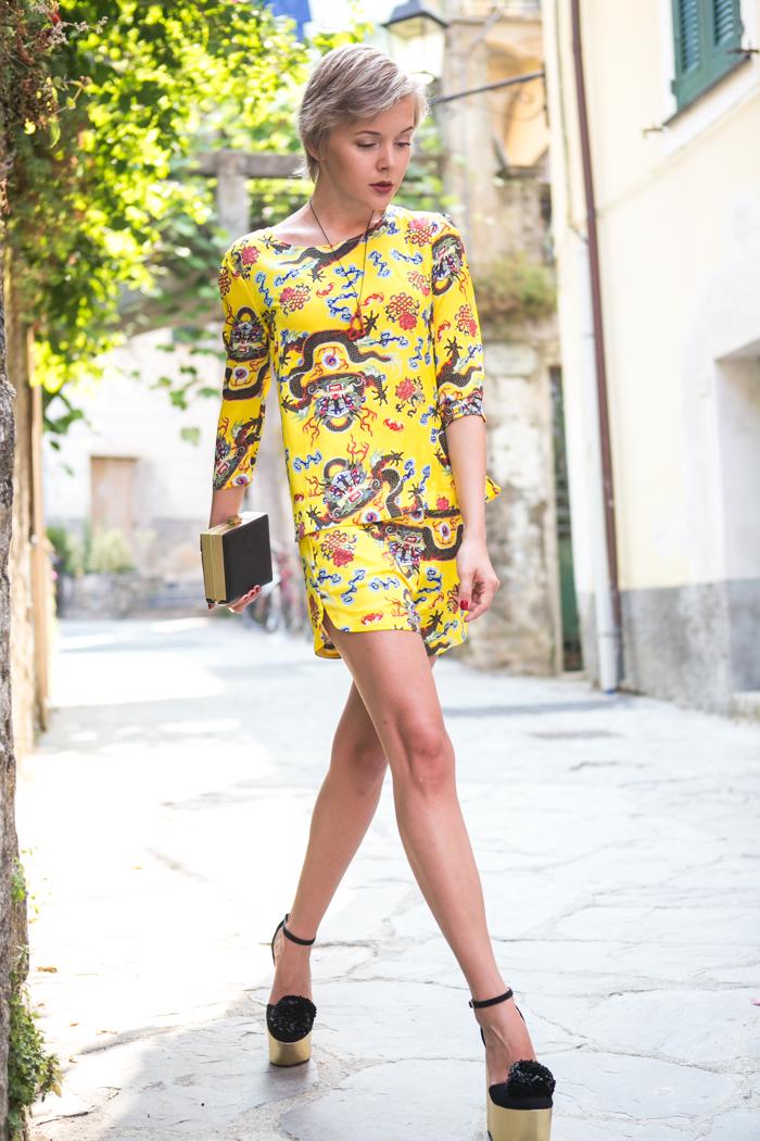 thecablook darya kamalova fashion blog street  style choice suit dragon asos pom pom wedges black clutch coral necklace swarovski bracelet-41