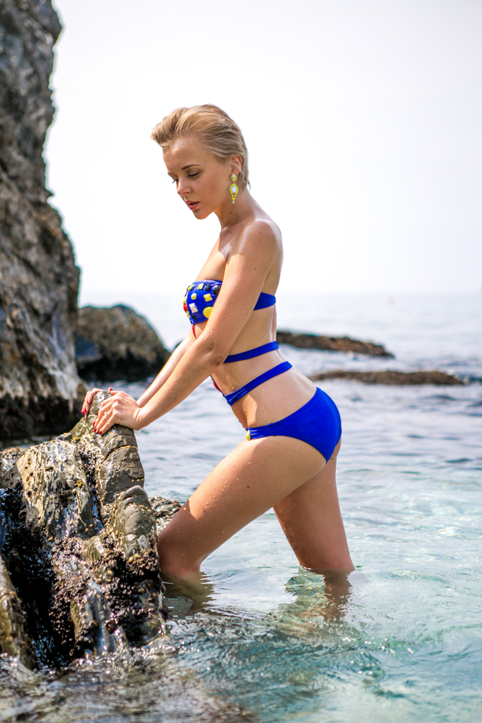 thecablook darya kamalova fashion blog street style monterosso al mare cinqueterre asos swimming suit beach shooting pixie pixie haircut blonde-16