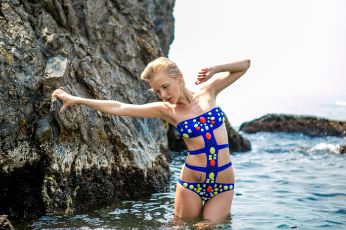 thecablook darya kamalova fashion blog street style monterosso al mare cinqueterre asos swimming suit beach shooting pixie pixie haircut blonde-20