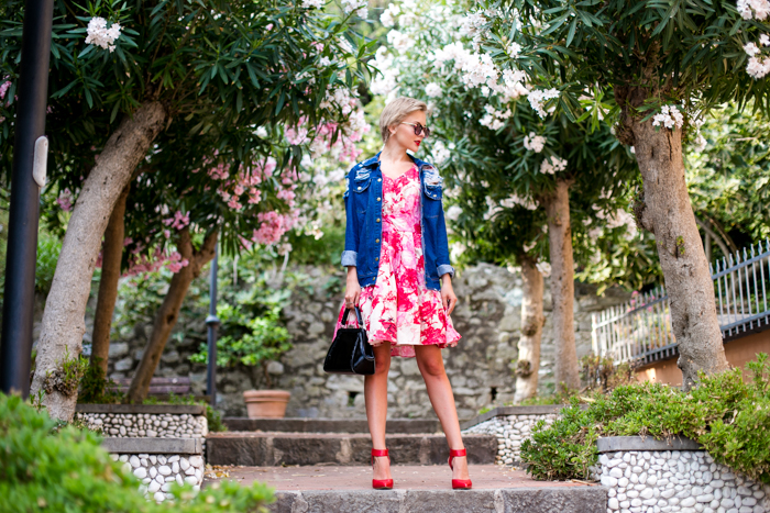 thecablook darya kamalova fashion blog street style monterosso al mare cinqueterre italy sheinside flower silk dress romwe ripped denim jacket steven red heels vintage black leather bag pixie haircut short hair-2