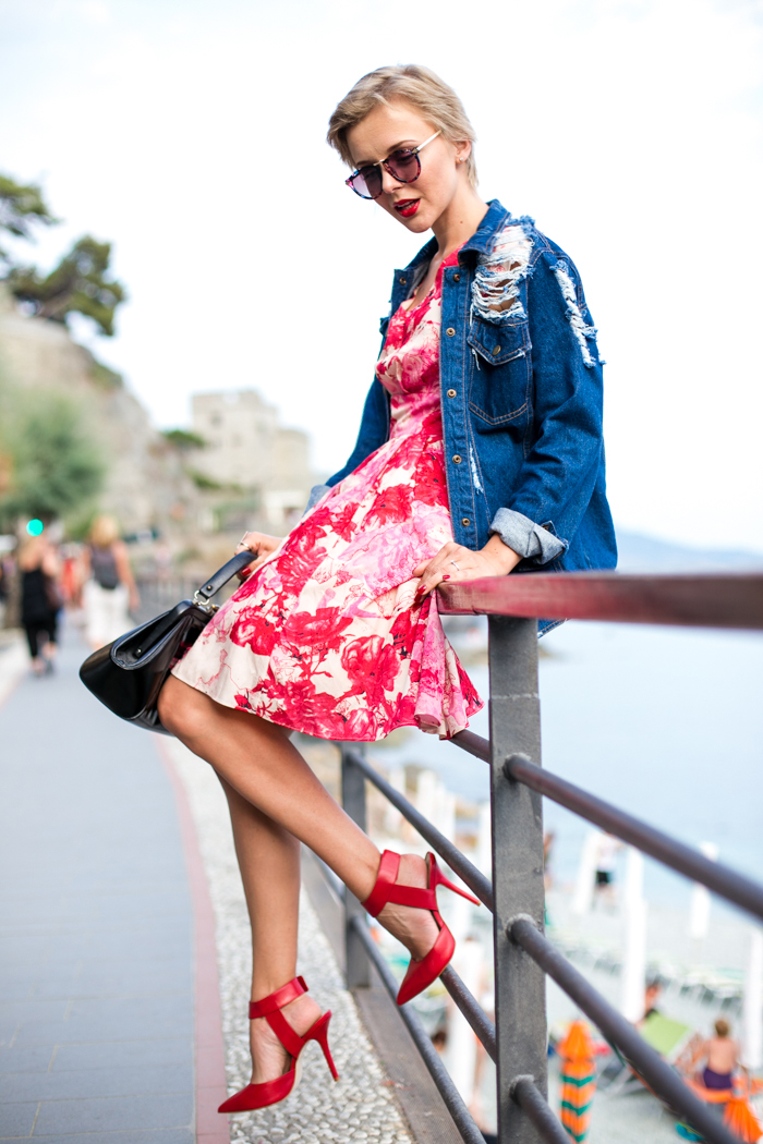 thecablook darya kamalova fashion blog street style monterosso al mare cinqueterre italy sheinside flower silk dress romwe ripped denim jacket steven red heels vintage black leather bag pixie haircut short hair-63