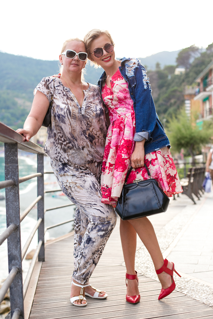 thecablook darya kamalova fashion blog street style monterosso al mare cinqueterre italy sheinside flower silk dress romwe ripped denim jacket steven red heels vintage black leather bag pixie haircut short hair-69