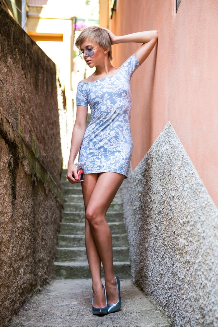 thecablook darya kamalova fashion blog street style motel rocks dress topshop heels zara transparent clutch giant vintage blue sunnies-4