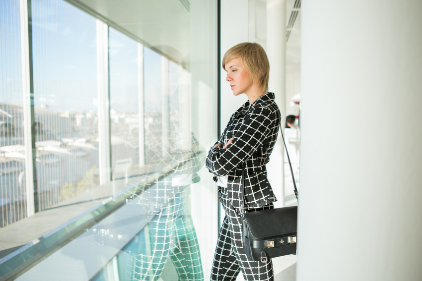 darya kamalova thecablook fashion style proenza schouler ps11 bag black textured leather asos suit black and white loafers alberto zambelli presentation ss 14 byblos milano catwalk show patrizia pepe showroom-28