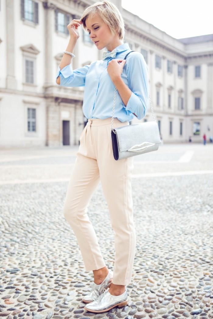 darya kamalova thecablook com asos blue shirt mfw milan fashion week street style jimmy choo presentation angelos bratis show sam edelman brogues beige pants dvf diane von furstenberg lips bag babochkin_-50