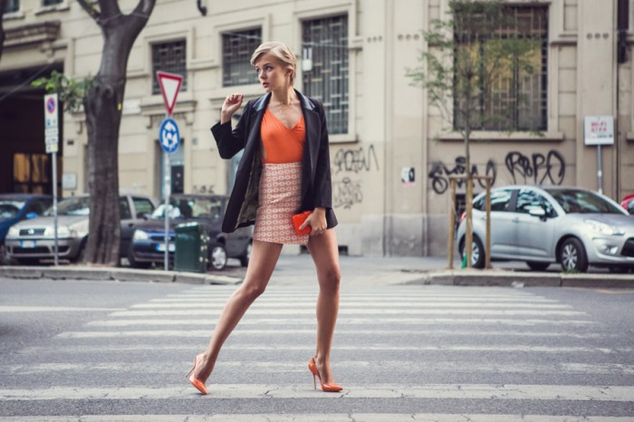 darya kamalova thecablook com fashion blog guess milan project sexy without question guess jeans asos skirt aqua by aqua body orange black jacket casadei heels shlomit ofir necklace perpex plastic clutch-6 копия