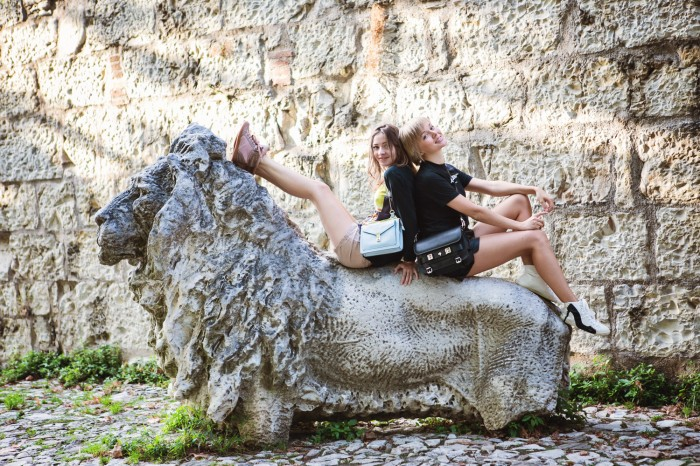 darya kamalova thecablook com fashion blog street style leather shorts reason aint laurent t shirt proenza schouler ps11 bag brescia castel view freinds friendship marina chistova-5 копия