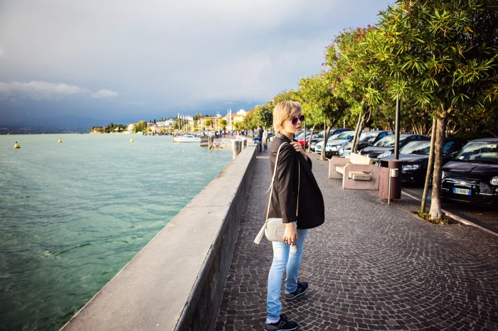 darya kamalova thecablook com fashion blog street style leather shorts reason aint laurent t shirt proenza schouler ps11 bag sirmione garda lake lago brescia centre centro view freinds friendship marina chistova-20 копия