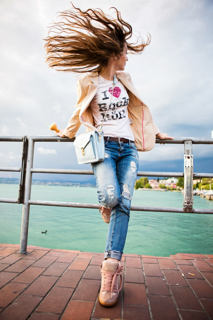 darya kamalova thecablook com fashion blog street style leather shorts reason aint laurent t shirt proenza schouler ps11 bag sirmione garda lake lago brescia centre centro view freinds friendship marina chistova-43 копия