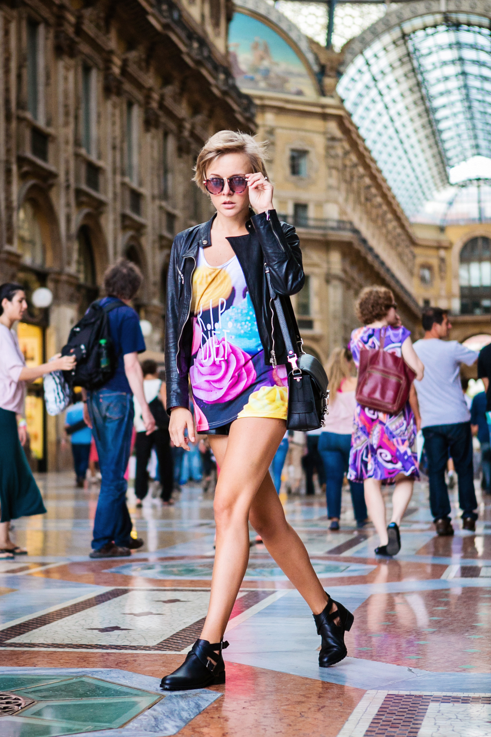 darya kamalova thecablook com fashion blog street style pixie hair cut blonde vipi creation bershka cut out boots leather shorts mr gugu top rip diet proenza schouler ps11 black bag leather jacket baldinini view friendship outfit-24 копия