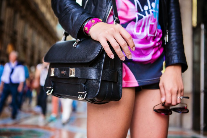 darya kamalova thecablook com fashion blog street style pixie hair cut blonde vipi creation bershka cut out boots leather shorts mr gugu top rip diet proenza schouler ps11 black bag leather jacket baldinini view friendship outfit-34 копия