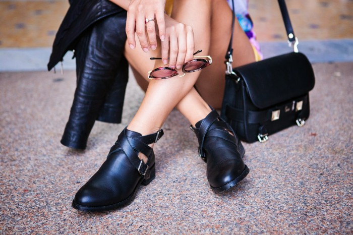 darya kamalova thecablook com fashion blog street style pixie hair cut blonde vipi creation bershka cut out boots leather shorts mr gugu top rip diet proenza schouler ps11 black bag leather jacket baldinini view friendship outfit-42 копия