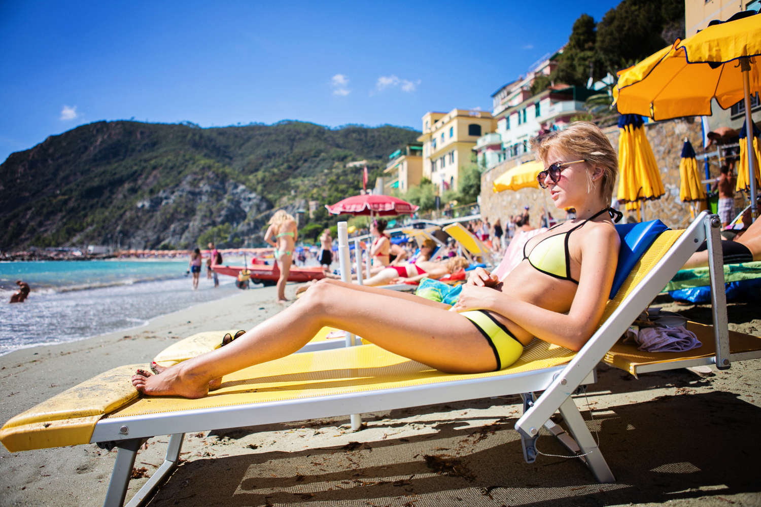 darya kamalova thecablook com fashion blog street style triangl swimwear bikini gogo philip necklace asos sweater leather jacket baldinini be and d heel sneakers monterosso al mare cinqueterre view freinds friendship marina chistova-7 копия