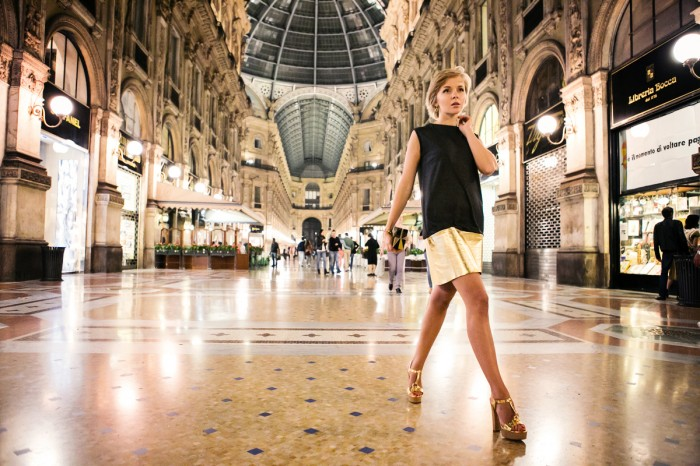 darya kamalova thecablook com fashion blog street style pixie hair cut blonde asos grey gold dress vicini golden heels burberry prosum clutch backstage bracelet Galleria V. Emanuele gallery milan city centre ootd outfit-17 копия
