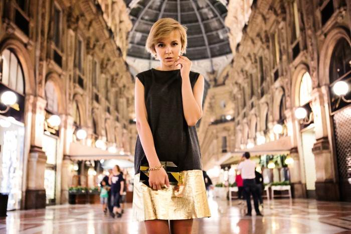 darya kamalova thecablook com fashion blog street style pixie hair cut blonde asos grey gold dress vicini golden heels burberry prosum clutch backstage bracelet Galleria V. Emanuele gallery milan city centre ootd outfit-30 копия