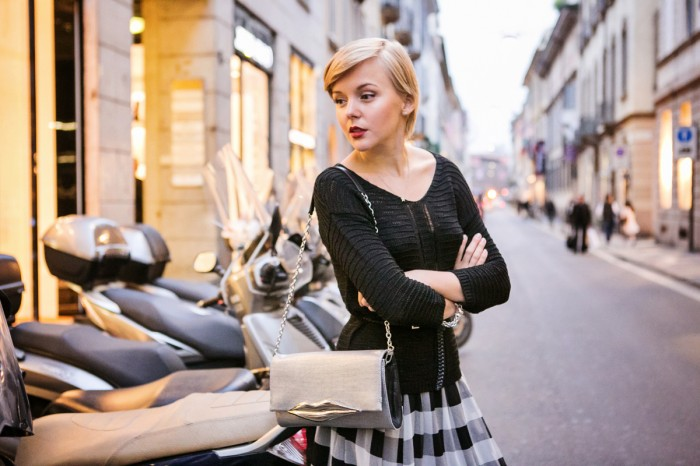darya kamalova thecablook com fashion blog street style pixie hair cut blonde van cleef arpels event in milan diamonds asos check skirt river island sweater dvf lips flirty bag booties black ootd outfit-71 копия