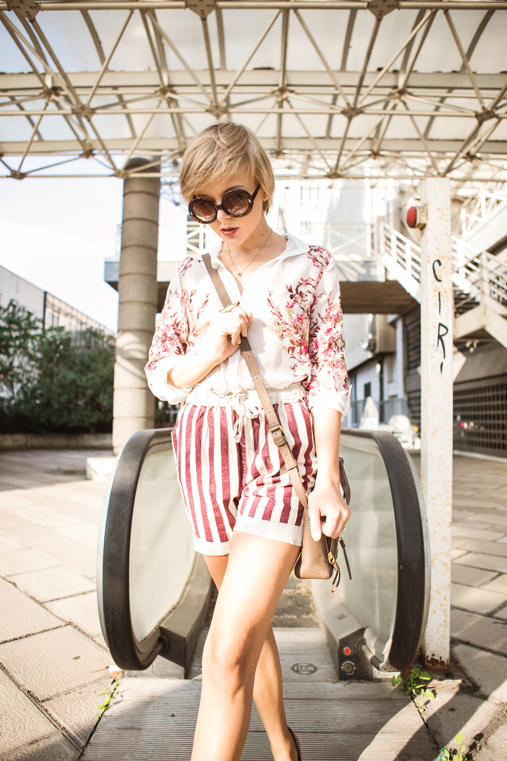 darya kamalova thecablook com fashion blog street style pixie hair cut blonde vj style striped shorts phillip lim 3.1 mini pashli bag taupe floral shirt boutique 9 heels giant vintage sunglasses gogo philip star necklace ootd outfit-11 копия