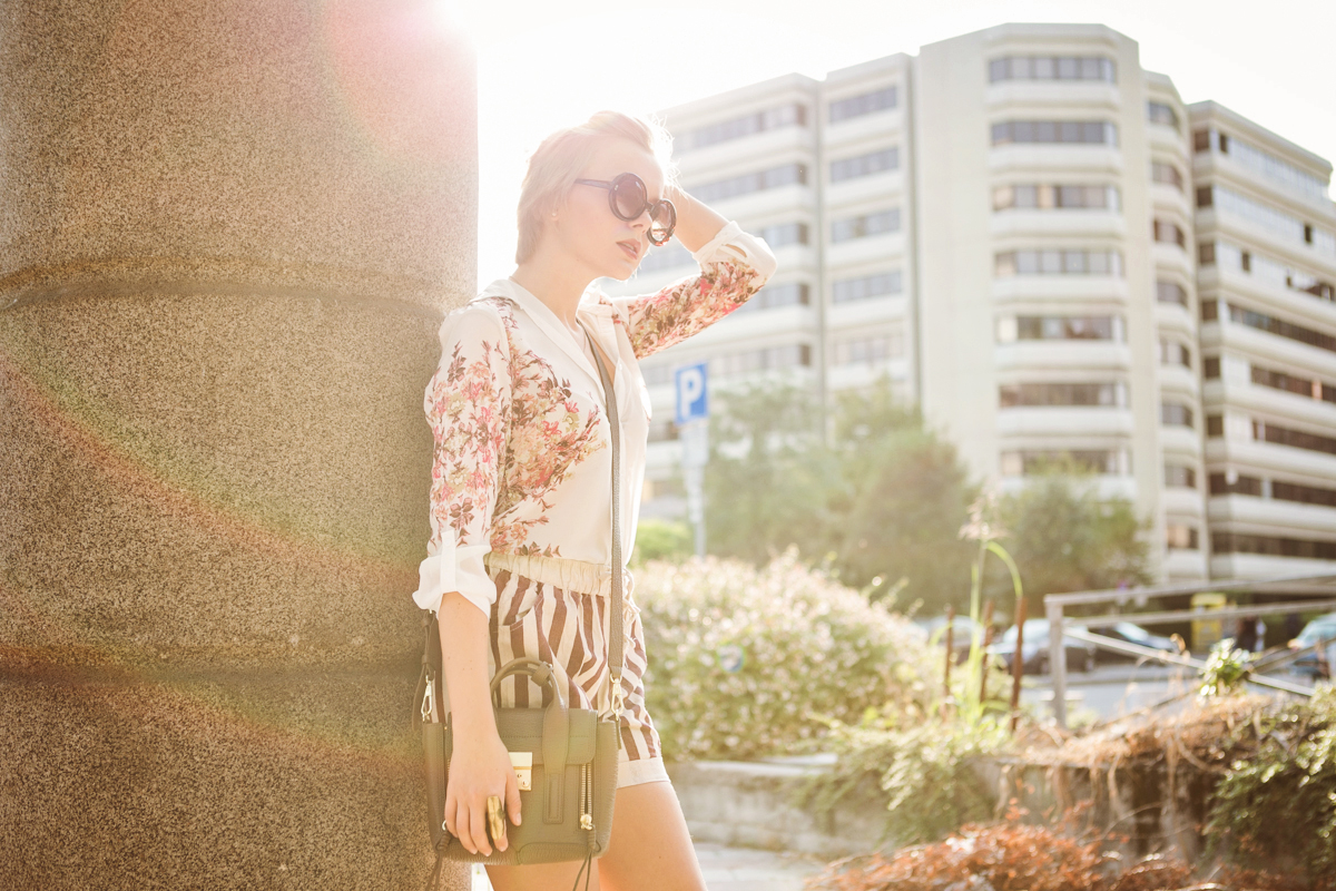 darya kamalova thecablook com fashion blog street style pixie hair cut blonde vj style striped shorts phillip lim 3.1 mini pashli bag taupe floral shirt boutique 9 heels giant vintage sunglasses gogo philip star necklace ootd outfit-13 копия