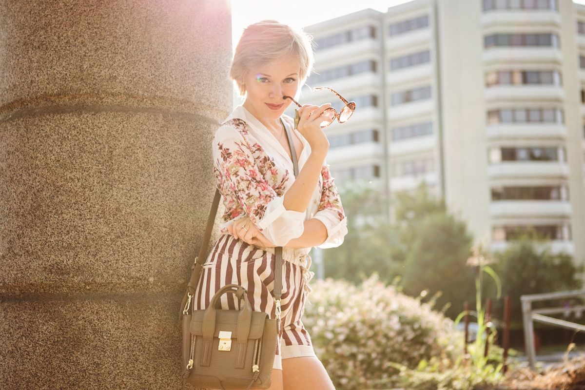 darya kamalova thecablook com fashion blog street style pixie hair cut blonde vj style striped shorts phillip lim 3.1 mini pashli bag taupe floral shirt boutique 9 heels giant vintage sunglasses gogo philip star necklace ootd outfit-19 копия