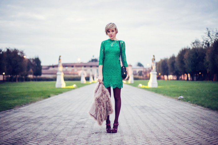 darya kamalova thecablook fashion blog street style outfit ootd infiniteen dress ysl sandals rebecca minkoff shoulder bag green lace video outfit pixie short haitcut blogger russian in italy копия