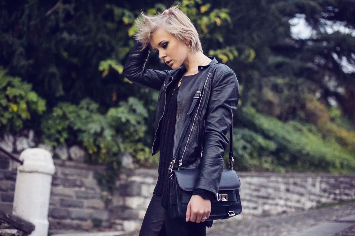 darya kamalova thecablook fashion blog street style pixie hair cut blonde alpinestars giveaway omaggio proenza schouler ps11 bag baldinini leather biker jacket zara booties gogo philip and other stories tiny rings total black smoky eyes ootd outfit-10