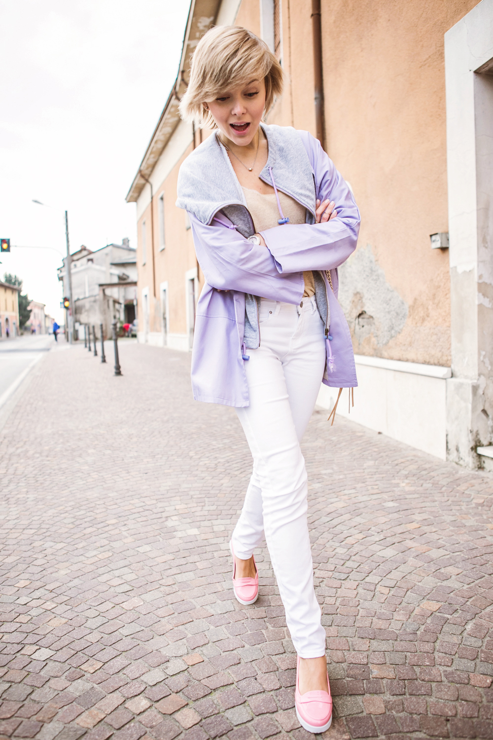 1darya kamalova thecablook fashion blog russian blogger italy moda street style pixie short hair fashion blogger infiniteen double jacket pastel colour outfit asos white denim jeans rebecca minkoff mini mac bag pink shoes flat stefanet beige top-7