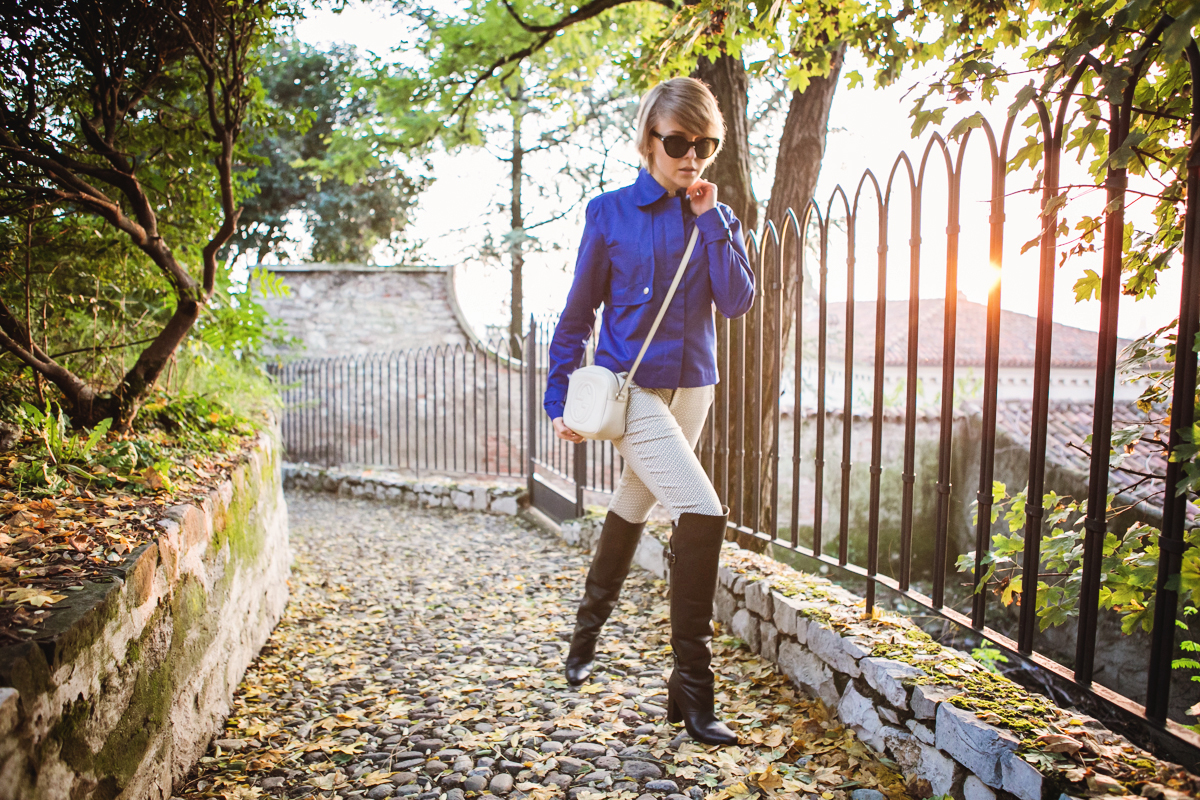 darya kamalova thecablook fashion blog russian blogger italy moda street style pixie short hair fashion blogger vjstyle pants hm paris collection over knee black leather boots blue cobalt jacket gucci disco bag giant vintage sunglasses-13 копия