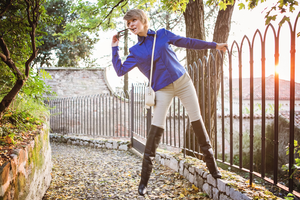 darya kamalova thecablook fashion blog russian blogger italy moda street style pixie short hair fashion blogger vjstyle pants hm paris collection over knee black leather boots blue cobalt jacket gucci disco bag giant vintage sunglasses-8 копия
