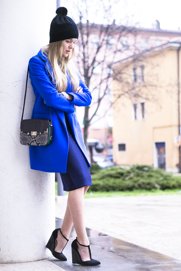 cablook fashion blog darya kamalova street fashion heels wedges black asos coat rebecca minkoff bag petite sophie hat romwe stone statement necklace-18