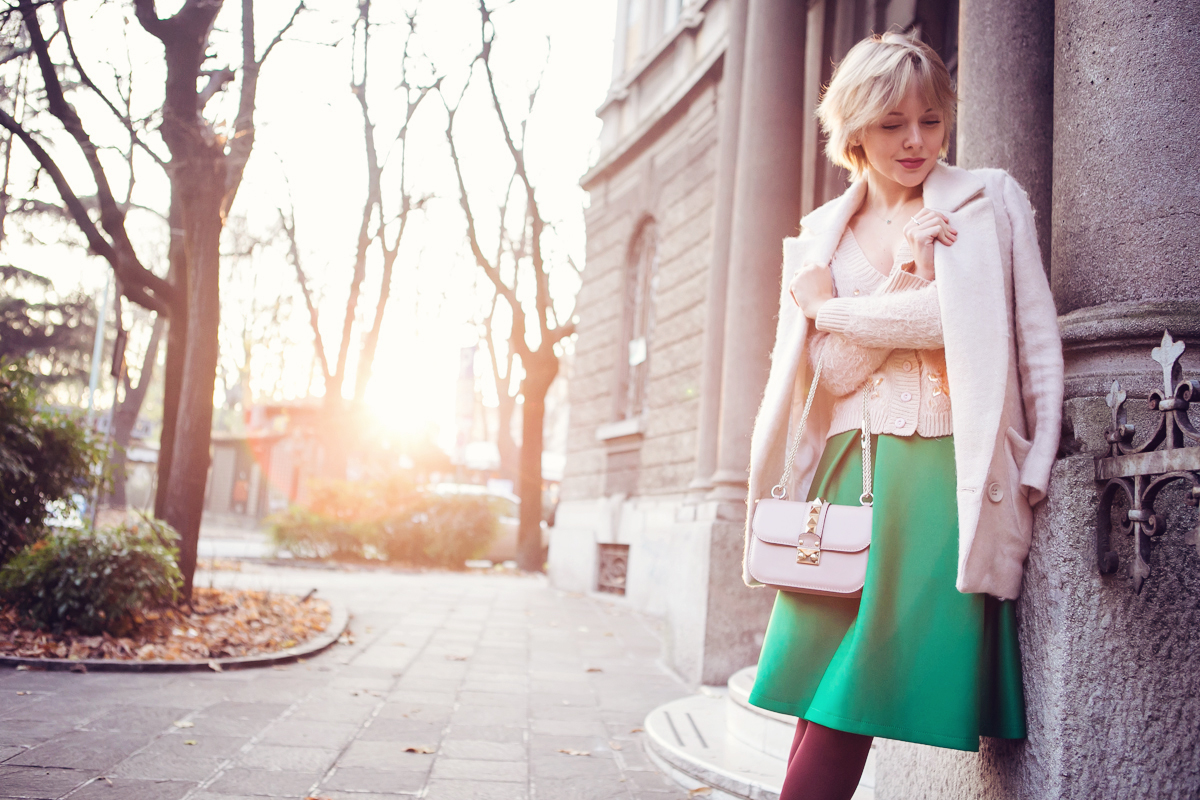 darya kamalova thecablook fashion blog russian blogger italy moda street style pixie short hair fashion blogger chichwish green midi skirt pale rose sweater cocon coat asos ankle boots valentibo stud rock bag brescia-10 copy