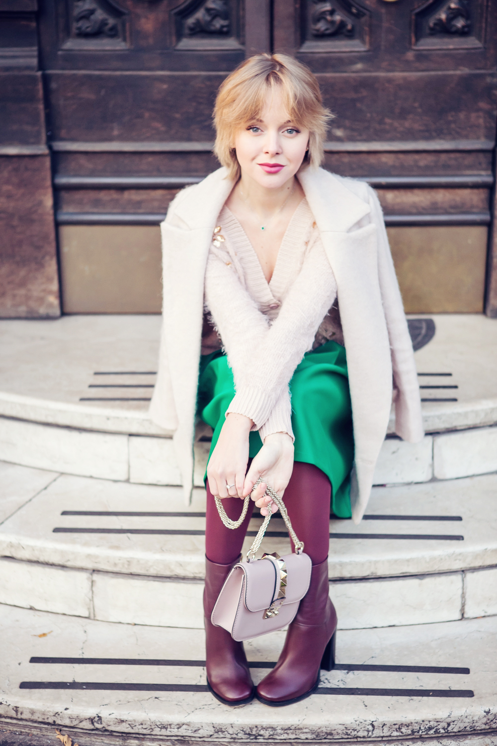 darya kamalova thecablook fashion blog russian blogger italy moda street style pixie short hair fashion blogger chichwish green midi skirt pale rose sweater cocon coat asos ankle boots valentibo stud rock bag brescia-16 copy