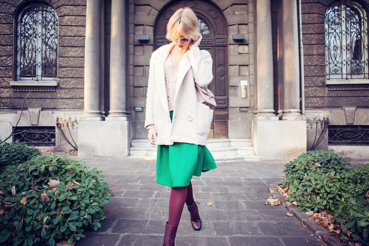 darya kamalova thecablook fashion blog russian blogger italy moda street style pixie short hair fashion blogger chichwish green midi skirt pale rose sweater cocon coat asos ankle boots valentibo stud rock bag brescia copy