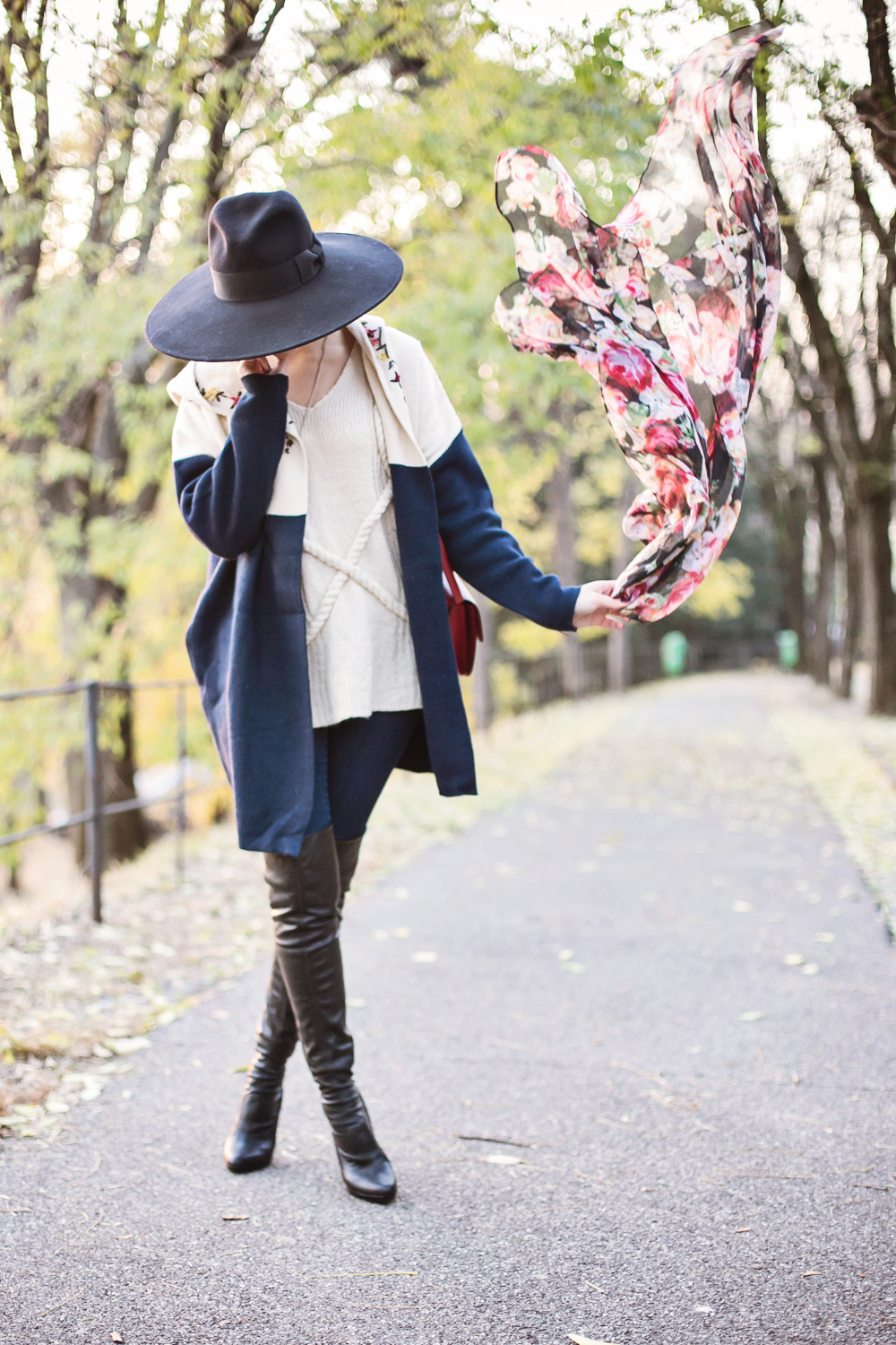 darya kamalova thecablook fashion blog russian blogger italy moda street style pixie short hair fashion blogger zara men hat sheinside cardigan sweater over knee boots bagatt dr denim jeans celine classic box bag flower scarf brescia-17 copy